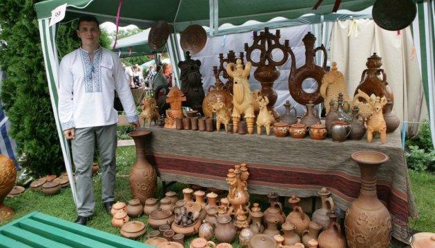 У Тернополі триває фестиваль гончарства «Не святі горшки ліплять»