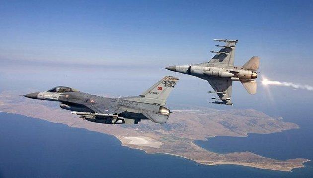 Турецька авіація розбомбила 16 об'єктів курдських бойовиків