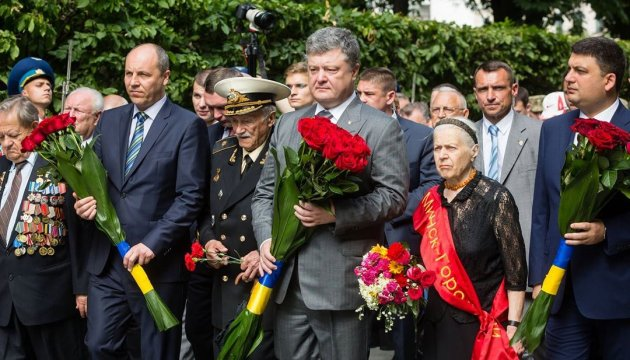 Top officials honored war victims in Ukraine