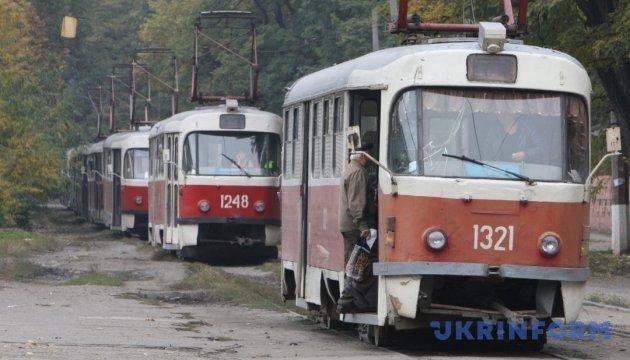 В Харькове трамвай сошел с рельс и протаранил встречный: есть пострадавшая