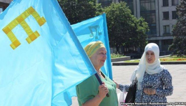 Зеленський привітав кримських татар із Днем національного прапора