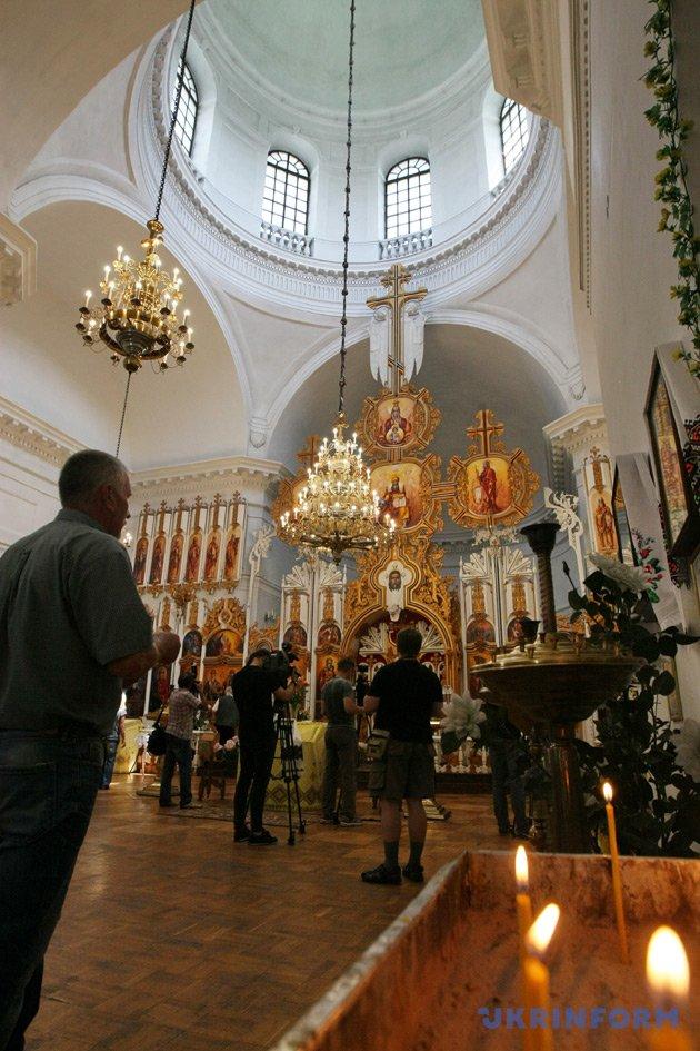 Усередині Грецької Всіхсвятської церкви