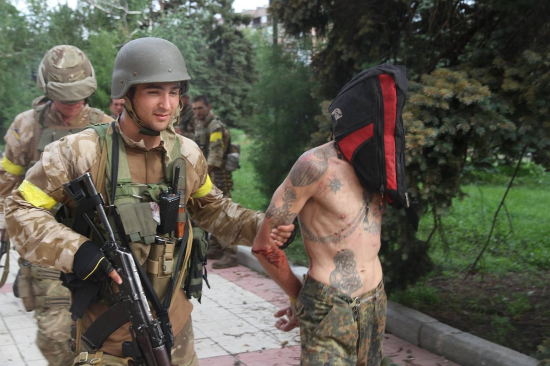 Взяті в полон терористи, які спробували чинити опір українським спецназівцям