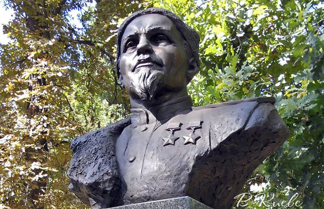 Памятник-бюст Ковпаку