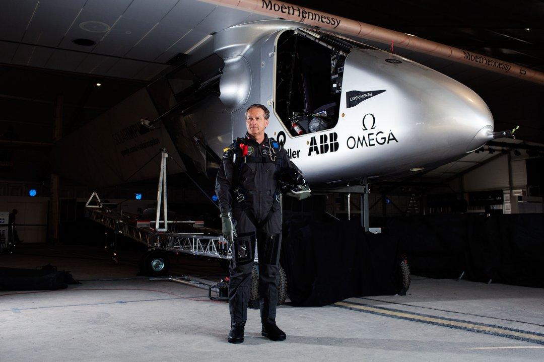 На фото пілот Андре Боршберг  і його