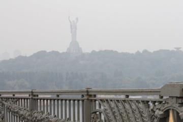 Pollution d'air à Kyiv : les habitants de la ville sont priés de ne pas utiliser les voitures personnelles