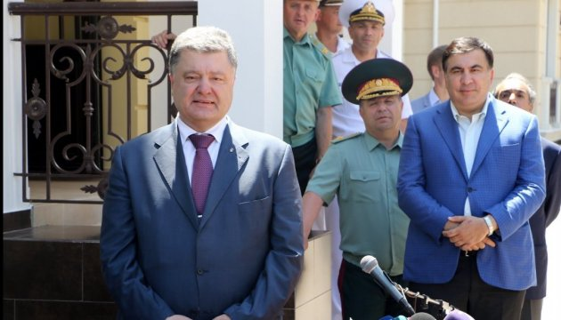 President Poroshenko gives 25 servicemen who participated in ATO Order for Valor