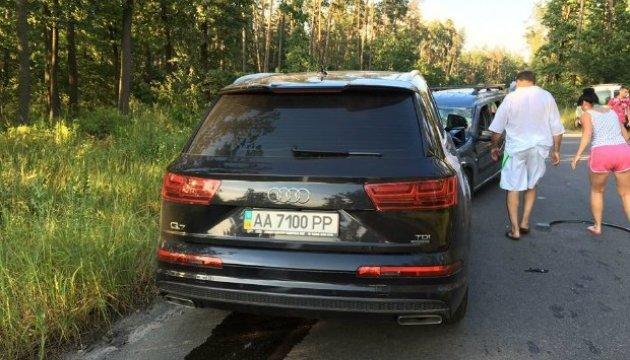 В Киеве в машину патрульных, оформлявших ДТП, врезалась иномарка