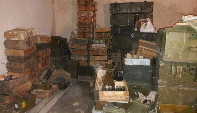 У «Днепра-1» нашли несколько десятков ящиков краденого оружия