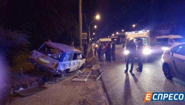 ДТП в Києві: авто злетіло з порожньої дороги
