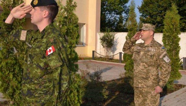 Канадский военный получил награду за службу в Украине