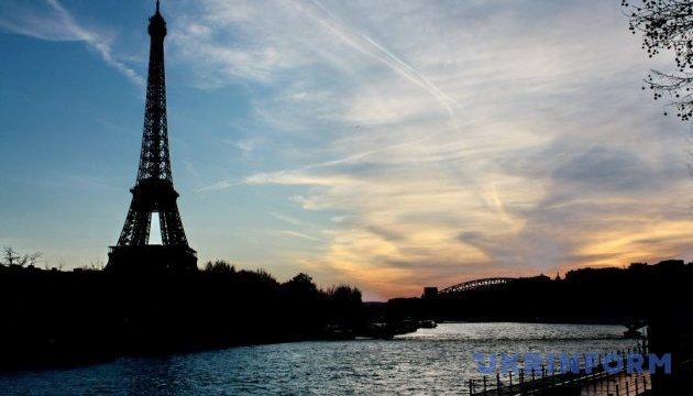У Парижі загасили вогні Ейфелевої вежі в пам'ять про загиблих у Манчестері