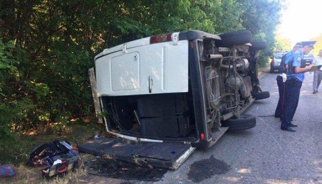 Passenger van carrying 17 people overturns in Donetsk region