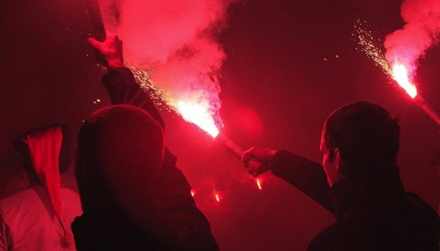 Men threw flares at Russian government representative office in Kyiv
