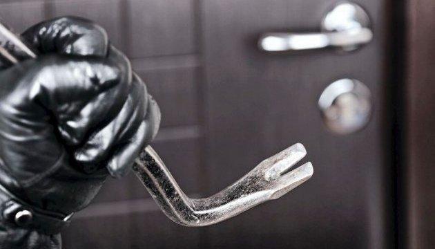 Поліцейський затримав злодія у власній квартирі