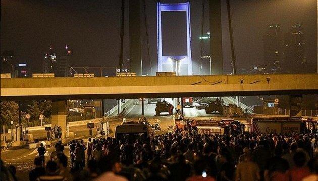 Військові, що захопили міст через Босфор, здалися поліції