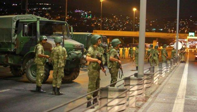 Премьер-министр Турции сообщает об успехах при подавлении мятежа