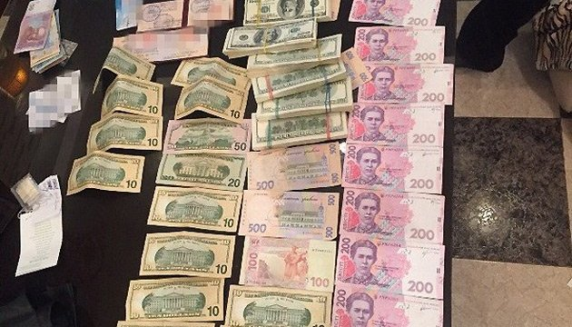 На Харьковщине таможенник погорел на взятке в почти 300 тыс. грн