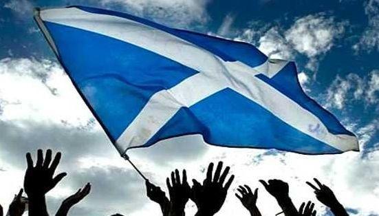 Тысячи шотландцев вышли на марш за независимость