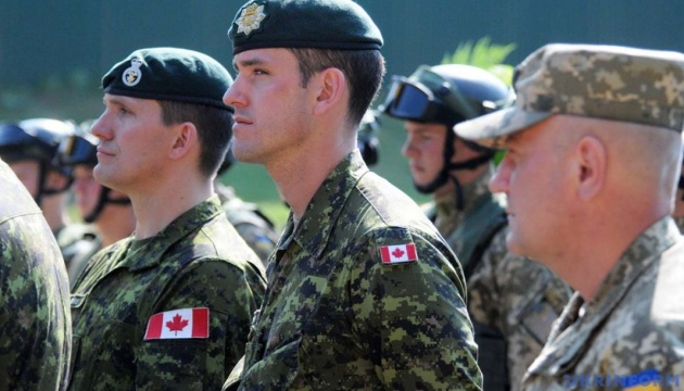 Two hundred Canadian military trainers fly to Ukraine for rotation