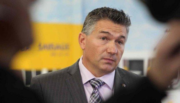 Уряд Канади закликають дати Україні снайперські гвинтівки та протитанкові системи