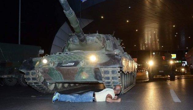 Путч у Туреччині: прокуратура видала ордери на арешт ще 400 осіб