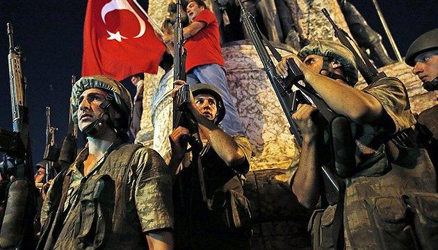 В Турции уволили свыше 6 тысяч госслужащих