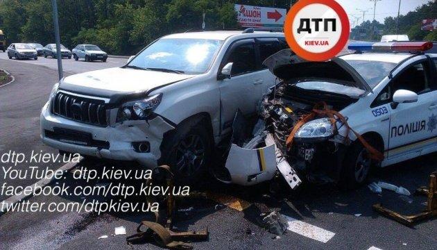 ДТП В Києві: патрульне авто влетіло у Land Cruiser, є постраждалі