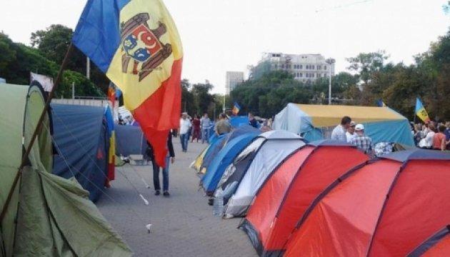 Суд змусив розібрати наметове містечко в центрі Кишинева