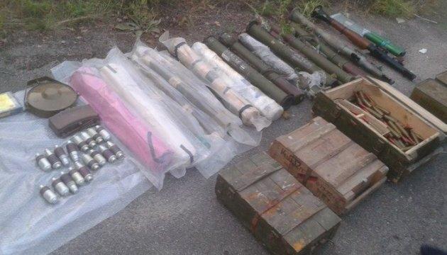 У передмісті Дніпра виявили схрон із гранатометами і протитанковими мінами