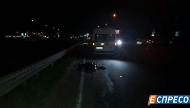 У Києві на Кільцевій авто збило на смерть пішохода