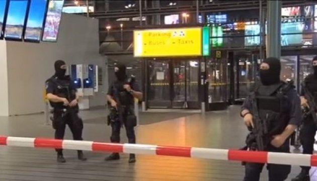 Отключение света привело к хаосу в аэропорту Амстердама