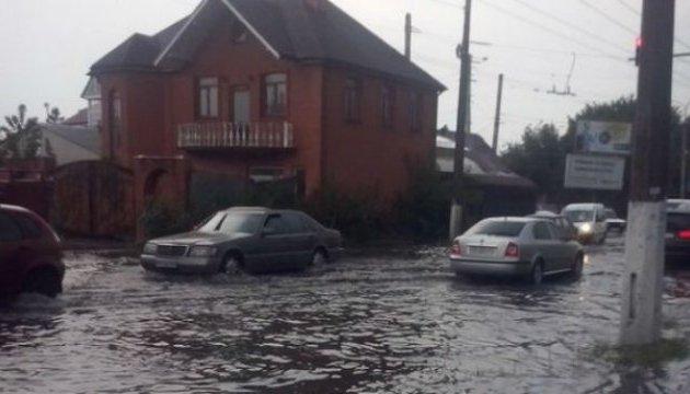 Злива перетворила вулиці Житомира на річки