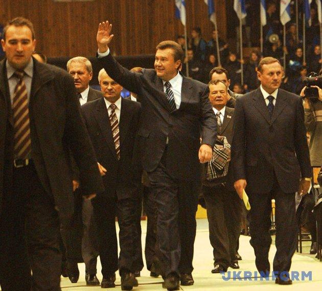 Виктор Янукович, Олександр Ефремов