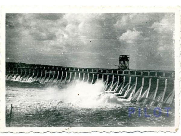 Восстановленная немцами плотина ДнепроГЭС. 1943 г. Восстановленная немцами плотина ДнепроГЭС. 1943 г.