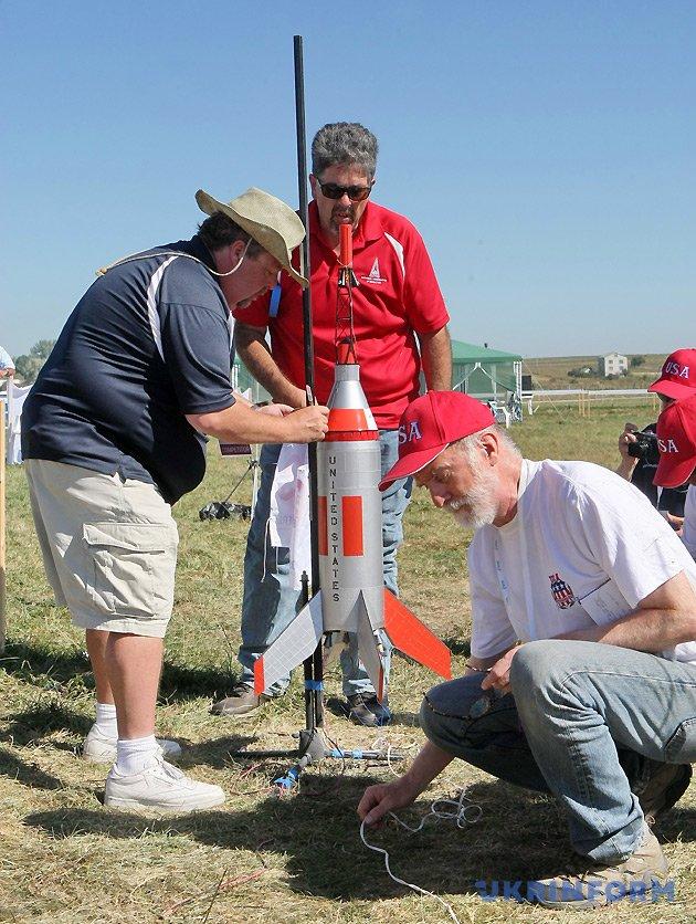 Учасники команди США готують до запуску модель