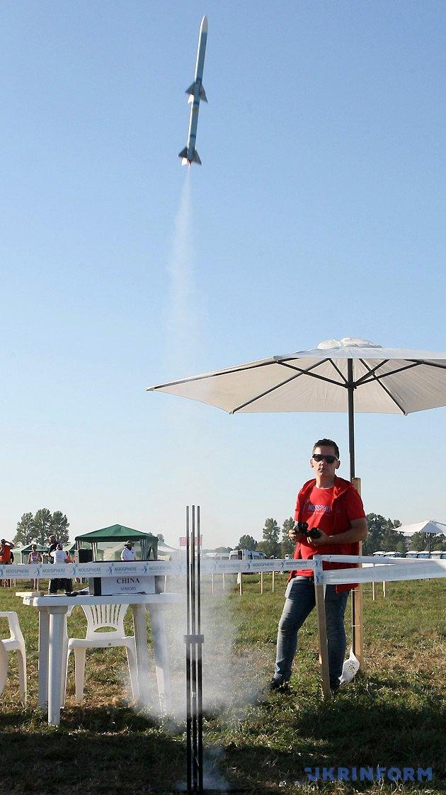 Запуск моделі-копії ракети S5B на висоту польоту