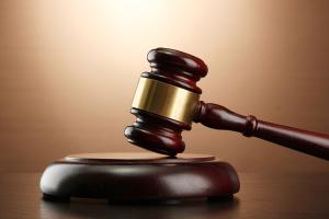 Справа бронежилетів: суд відмовився відстороняти двох посадовців Міноборони