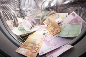 """НБУ усилит надзор в сфере борьбы с отмыванием """"грязных"""" денег"""