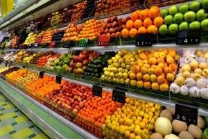 """W ciągu roku cena """"koszyka owoców"""" spadła o 6% - ekspert"""
