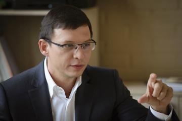 Murayev presenta documentos para su registro como candidato presidencial