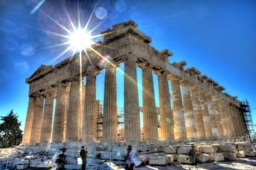 Греція скорочує комендантську годину і починає виходити з локдауну