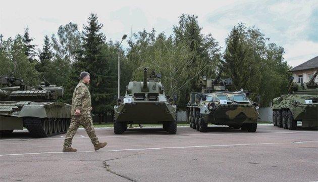 Порошенко заверил: Техника из АТО не поедет на парад в Киев