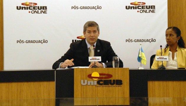 Посол України дорікнув бразильському ЗМІ за згадку червоно-чорного прапора у контексті неонацизму