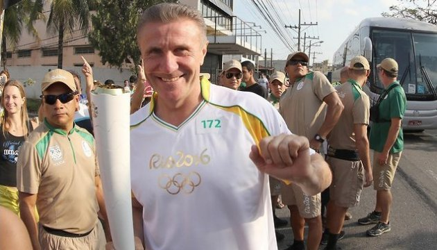 Bubka carries Olympic torch along the streets of Rio