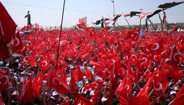 На мітинг у Стамбулі прибули керівники держави, Ердоган - на вертольоті