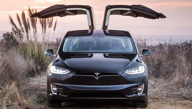 Tesla перенесла терміни поставки е-мобілів на 2018-й