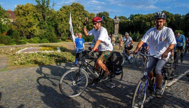 У Львові учасники велопробігу ветеранів зустрілися з десантниками