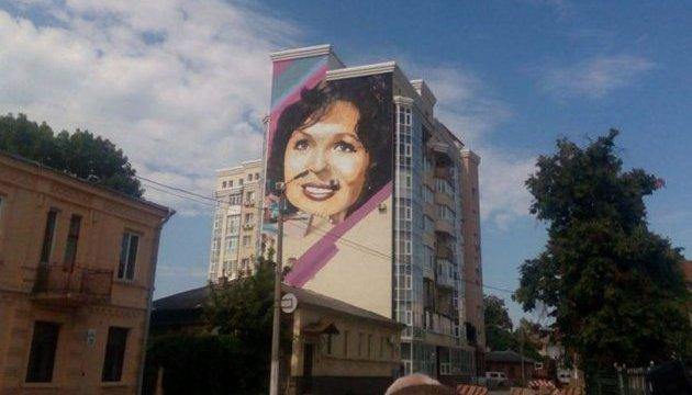 У Харкові фасад будинку прикрасив портрет Наталії Фатєєвої