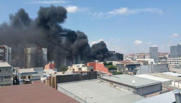 У Стамбулі горить бізнес-центр